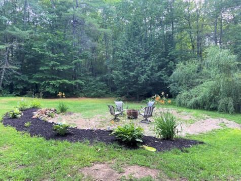 11 Country Acres Monmouth ME 04259