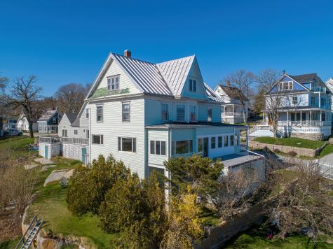 21 Seabreeze Avenue Stonington ME 04681