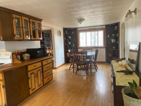 689 Whitefield Road Pittston ME 04345