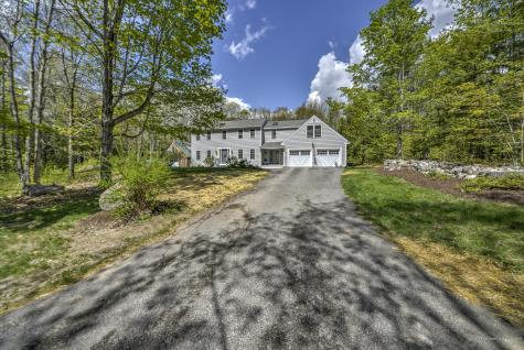9 Carriage Hill Road Road Raymond ME 04071