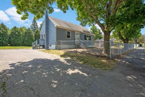 6 Pioneer Road Westbrook ME 04092